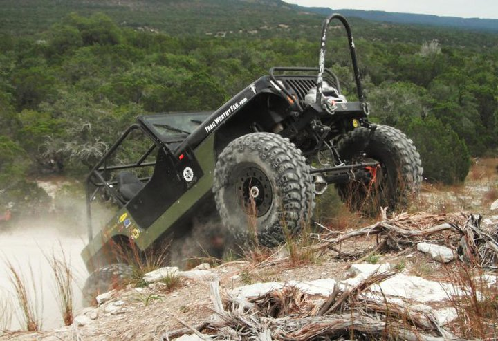 12 Bolt wheels with standard rings. Awesome YJ gettin it done!